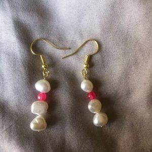 Jewelry - Handmade freshwater pearl dangle earrings hot pink